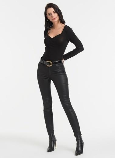 Styletag Önü Büzgü Detaylı Bluz Siyah